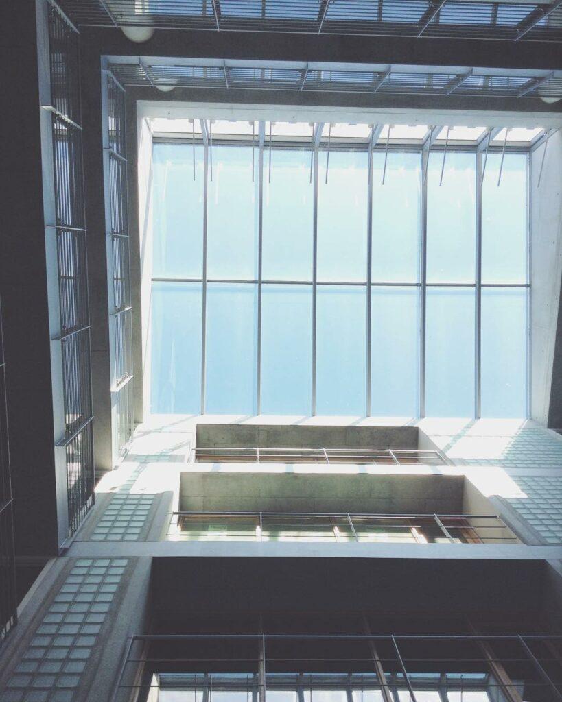 Institut für Kulturwissenschaften Blick in das Dachfenster